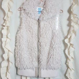 CO-OP Barneys NY soft faux fur zip up vest cream